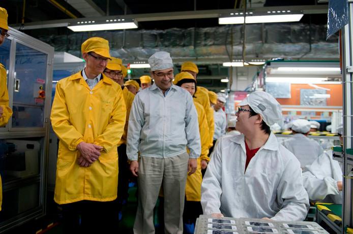 Comme pour faire amende honorable, Tim Cook, le big boss d'Apple, s'est déplacé en personne à Foxconn pour s'assurer des conditions de travail. L'envers du décor semble bien différent de celui qu'il a pu observer.