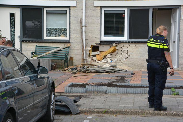 De pui van de woning raakte flink beschadigd.