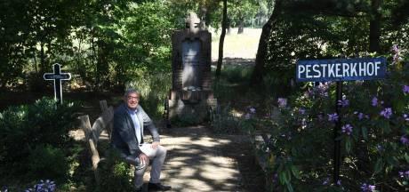 Een bijzonder kerkhof zonder graven in Alphen: 'De pest pastoor, de pest'