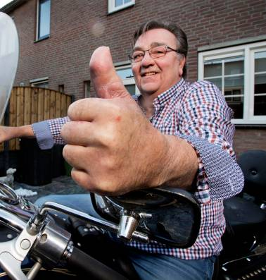 Jan (64) kan weer motorrijden omdat zijn teen nu zijn duim is