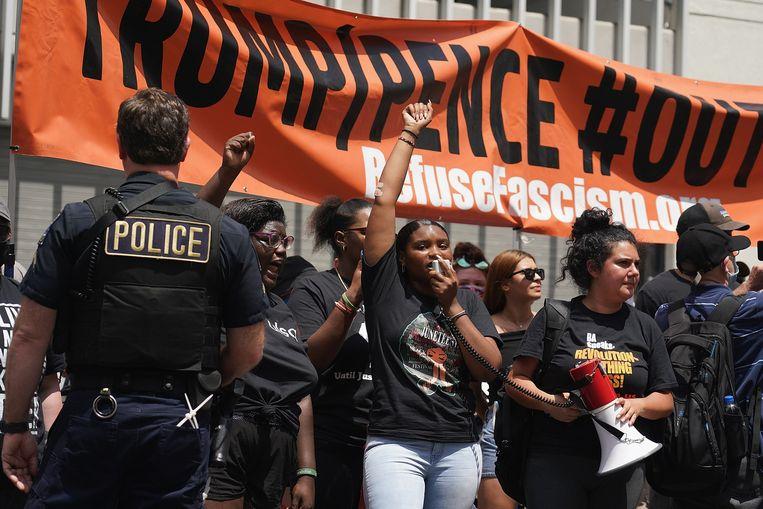 Leden van de beweging Refuse Fascism betogen vandaag in Tulsa.