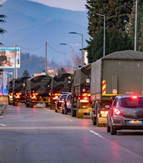 Le cortège funèbre de camions de l'armée remplis de cercueils à Bergame