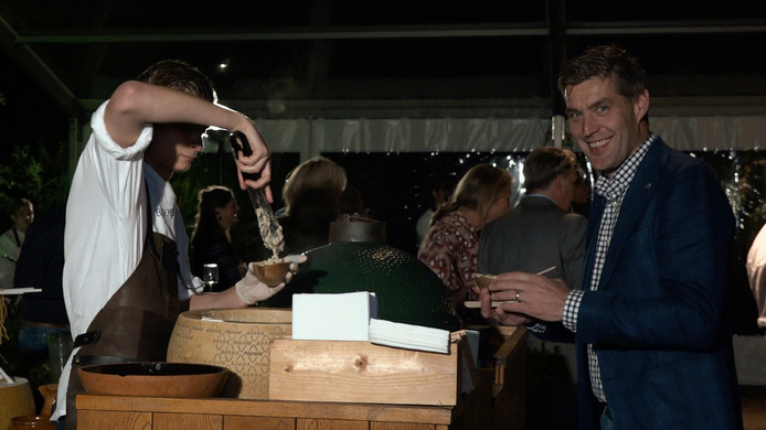 Circa 220 gasten maakten donderdag op de benefietavond kennis met culinaire hoogstandjes. (Videostill)