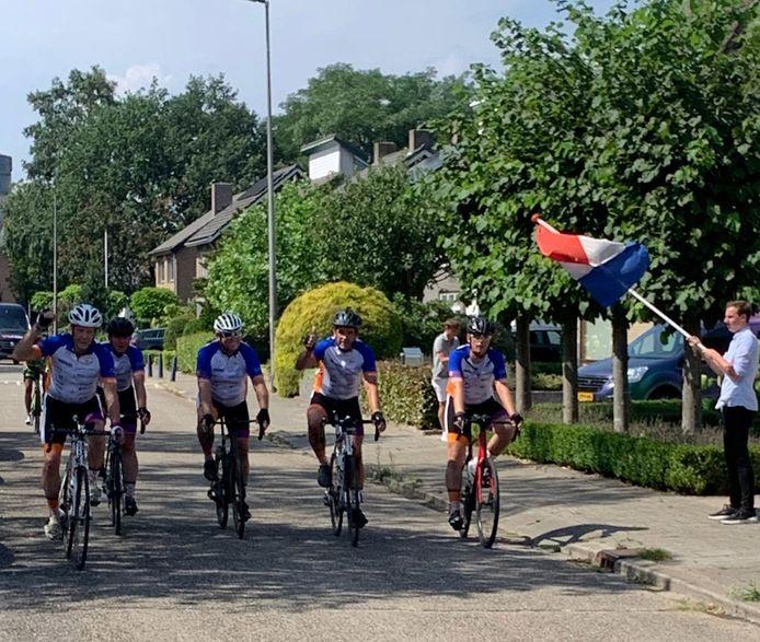 Finish MilesAgainstCancer in Etten-Leur: in 25 uur 12 provincies doorkruist.