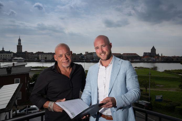 Bart Jan Gardebroek (r) van de BJG Groep en Remmert Krantz van eetcafé De Bastaard ontvouwen plannen voor een nieuw evenement in Kampen.