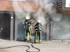 Zakken zaagsel vliegen in brand in garagebox in Tilburg
