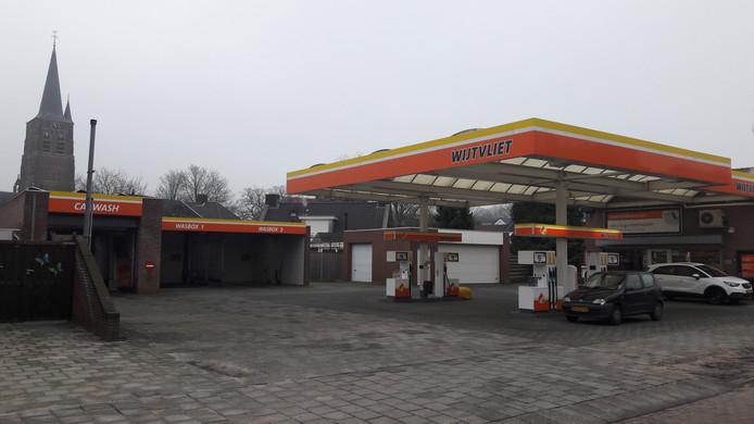 Tankstation Wijtvliet aan de Willibrordusstraat midden in Loon op Zand.