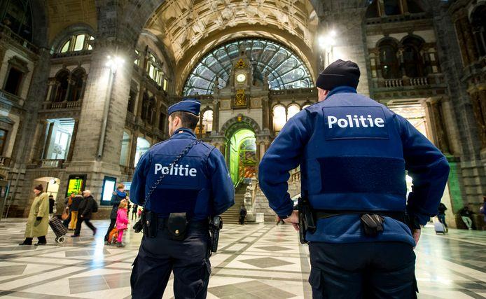 Archieffoto: agenten op station Antwerpen.