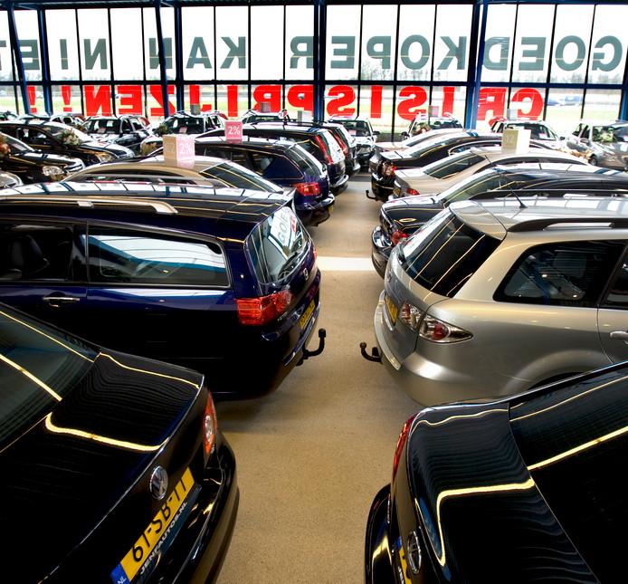 De showroom van de autodealer is de populairste plek om te onderhandelen.