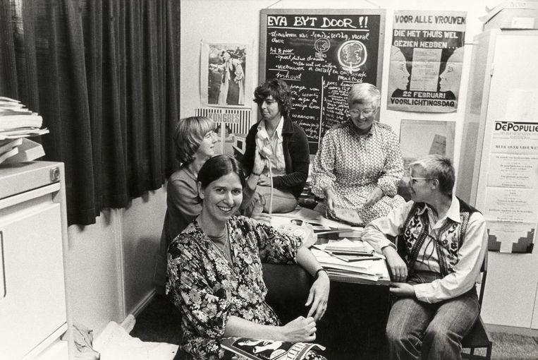 Gabi van Driem, vooraan, in 1979 als coördinator van vrouwenadviesbureau Eva Bijt Door Beeld Sreye Raviez/Hollandse Hoogte/Spaarnestad Photo