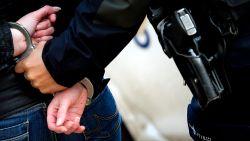"""Jongeman met mes dwingt studenten om zijn gsm-nummer op te slaan: """"Ik ben voortaan jullie dealer"""""""