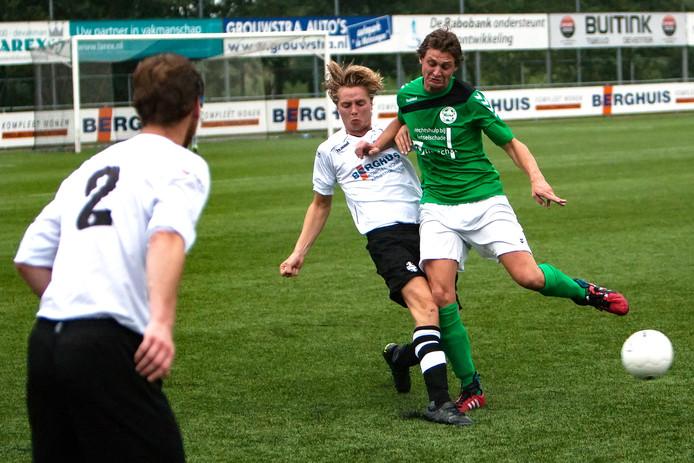 Archieffoto: Spelmoment uit de wedstrijd Schalkhaar tegen Heino