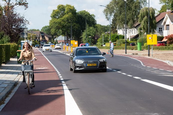 Een van de belangrijkste ontsluitingswegen van Prinsenbeek, de Velsgoed, is opgeknapt en onlangs opgeleverd.