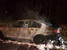 Auto vliegt in brand tijdens rijden in Helmond