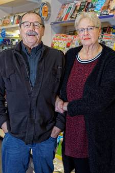 Einde van een dorpswinkeltje, Fred en Els van Tilborg stoppen met hun Primera in Prinsenbeek