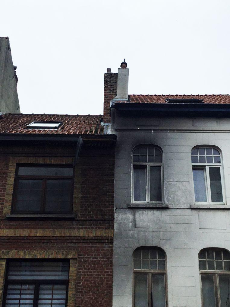 Ook twee woningen raakten beschadigd door de brand.