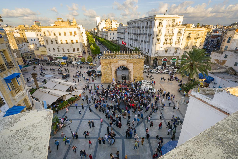 Place de la Victoire aan de rand van de medina (niet in beeld) tijdens een concert van Amir ElSaffar. Beeld Pol Guillard