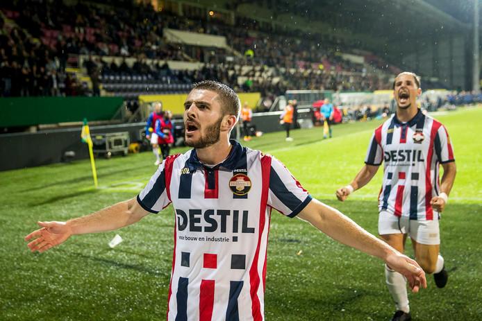 Daniel Crowley viert zijn doelpunt tegen Fortuna Sittard.
