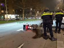 Maaltijdbezorger neemt de benen na aanrijding in centrum Rotterdam