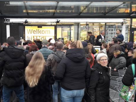 Stormloop op nieuwe Lidl Terneuzen: Yvonne wint minuut gratis shoppen en grist 168 euro bij elkaar