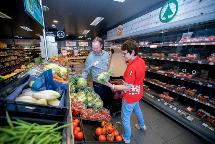 Bart Looijmans heeft zich al enige tijd voorbereid op zijn nieuwe baan als bedrijfsleider van de buurtsuper in Sterksel.