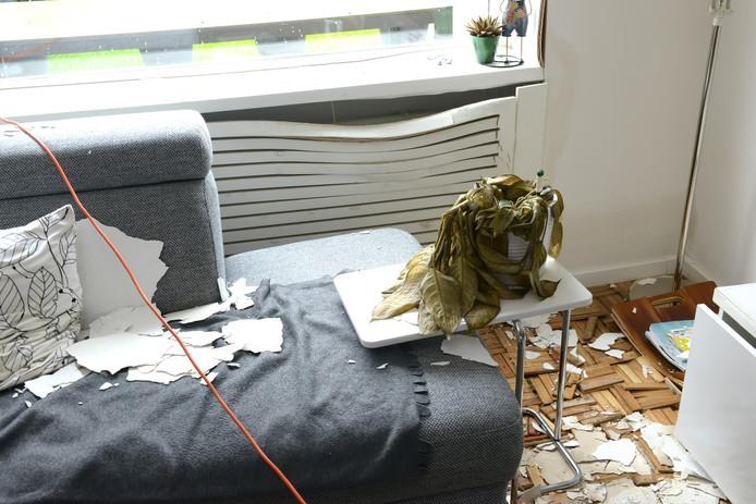 Een deel van de verwoeste woning in Oosterhout.