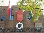 Nieuwe plek voor enorme koningsmedaille in Enschede