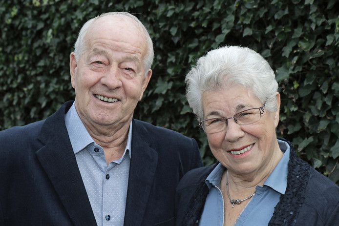 Jan (75) en Marietje van Mun-van Tilburg (75) uit Berghem zijn vijftig jaar getrouwd.