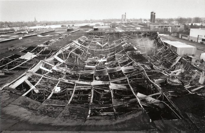 Wat aantal branden per 1.000 inwoners betreft houdt de gemeente Deurne het gemiddelde op peil. Het ED-fotoarchief over de jaren '70, '80 en '90 bevat tenminste tal van Deurnese brandfoto's. Natuurbranden (De Peel), oude boerderijen, scholen, oude kloosters, er ging veel in vlammen op. Een indrukwekkende brand was die in de machinefabriek Rüti te Strake op het industrieterrein in 1993. Honderden vierkante meters productieruimten gingen in vlammen op.