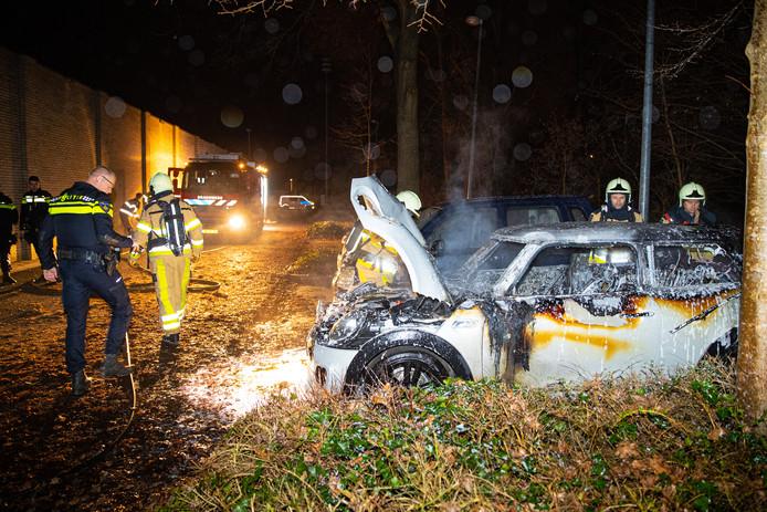 Autobrand aan de Rijnlaan vannacht, op de parkeerplaats naast de Aldi. De derde in twee weken tijd.
