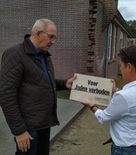 Berchs Heem geeft bordje 'Voor Joden verboden' aan Kamp Vught in bruikleen