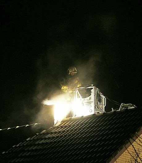 Bewoners met schrik vrij na schoorsteenbrand in Wierden