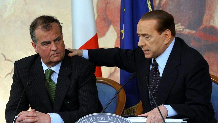 Ex-premier Berlusconi met Roberto Calderoli (L). Beeld AP
