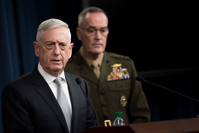 De Amerikaanse minister van Defensie James Mattis tijdens de persconferentie volgend op de aanvallen in Syrië. Beeld AP