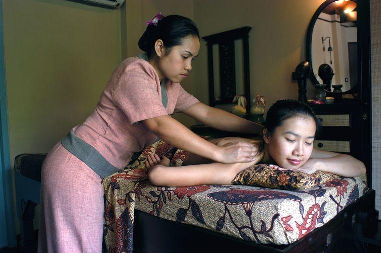 Thaise massage in een spa in Bangkok. Beeld LightRocket via Getty Images