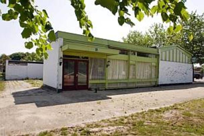 Noordoostpolder maakt de weg vrij om op de plek van het inmiddels gesloopte café-restaurant Schokkererf een appartementencomplex te bouwen.