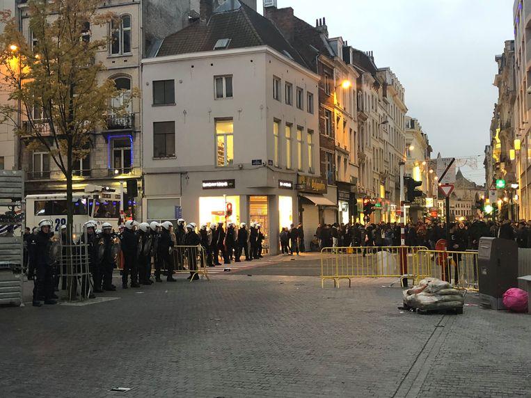 De oproerpolitie op het Muntplein.