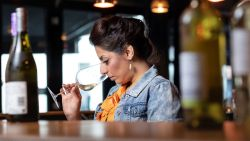 """Onze sommelier proeft de allerbeste wijnen en bubbels uit de speciaalzaak: """"Topkwaliteit!"""""""