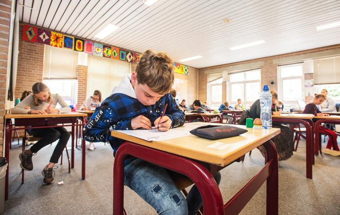 Het kabinet wil dat leerlingen van de basisschool hun eindtoets eerder in het jaar maken.