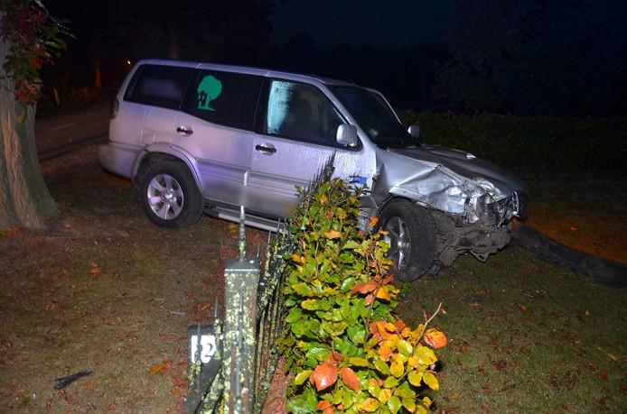 Testrit elektrische auto eindigt in ongeluk, één gewonde.