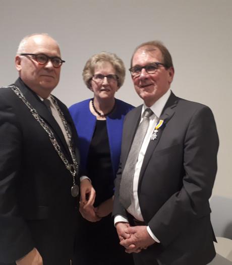 Lintje voor Jannes van de Willige na 45 jaar kerkenwerk in Rijssen