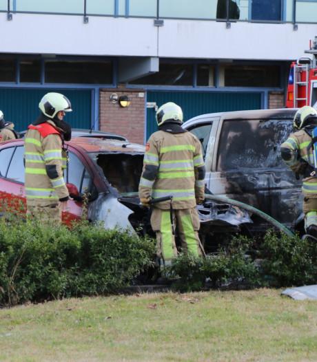 Auto's lopen flinke schade op bij brand op parkeerplaats in Veenendaal