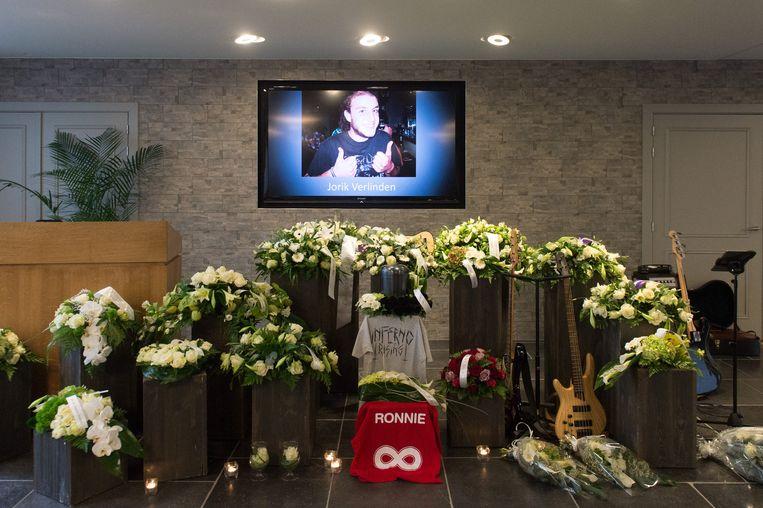 In uitvaartcentrum De Ryck namen familie en vrienden gisteren afscheid van Jorik.