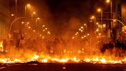 Turbulente nacht in Barcelona: woedende Catalanen opnieuw slaags met politie, branden in heel de stad