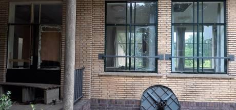 Schrik over vernielingen aan monumentaal gebouw Hooge Riet in Ermelo: 'Onbegrijpelijk'