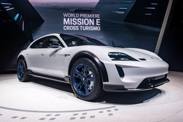 Met de compleet elektrische Mission E Cross Turismo hoopt Porsche de concurrentie aan te gaan met de Tesla Model X.