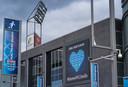 Het stadion van PEC Zwolle is leeg en verlaten door uit coronavirus: er wordt sowieso tot 1 september niet gevoetbald. Hoe hard treft deze crisis de club?