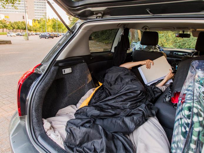 Een student sliep al nachtenlang in zijn auto, omdat hij geen kamer kan vinden. Uiteindelijk wist hij toch beslag te leggen op een plekje aan de Korvelseweg.