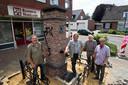 Louis van den Bosch was er ook bij toen de dorpspomp weer terugkeerde op het Postelplein in Someren.