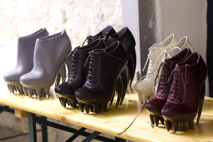 Opvallende schoenen, ontworpen door Iris van Herpen.